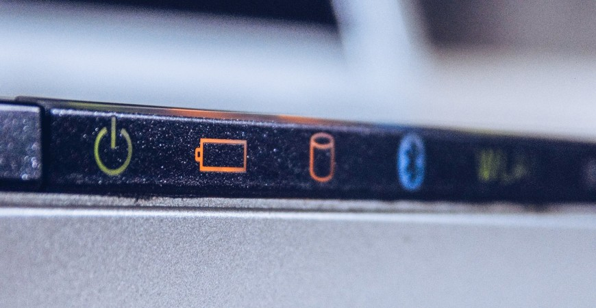 איך יודעים שצריך להחליף סוללה במחשב הנייד שלך MAC ו PC ?